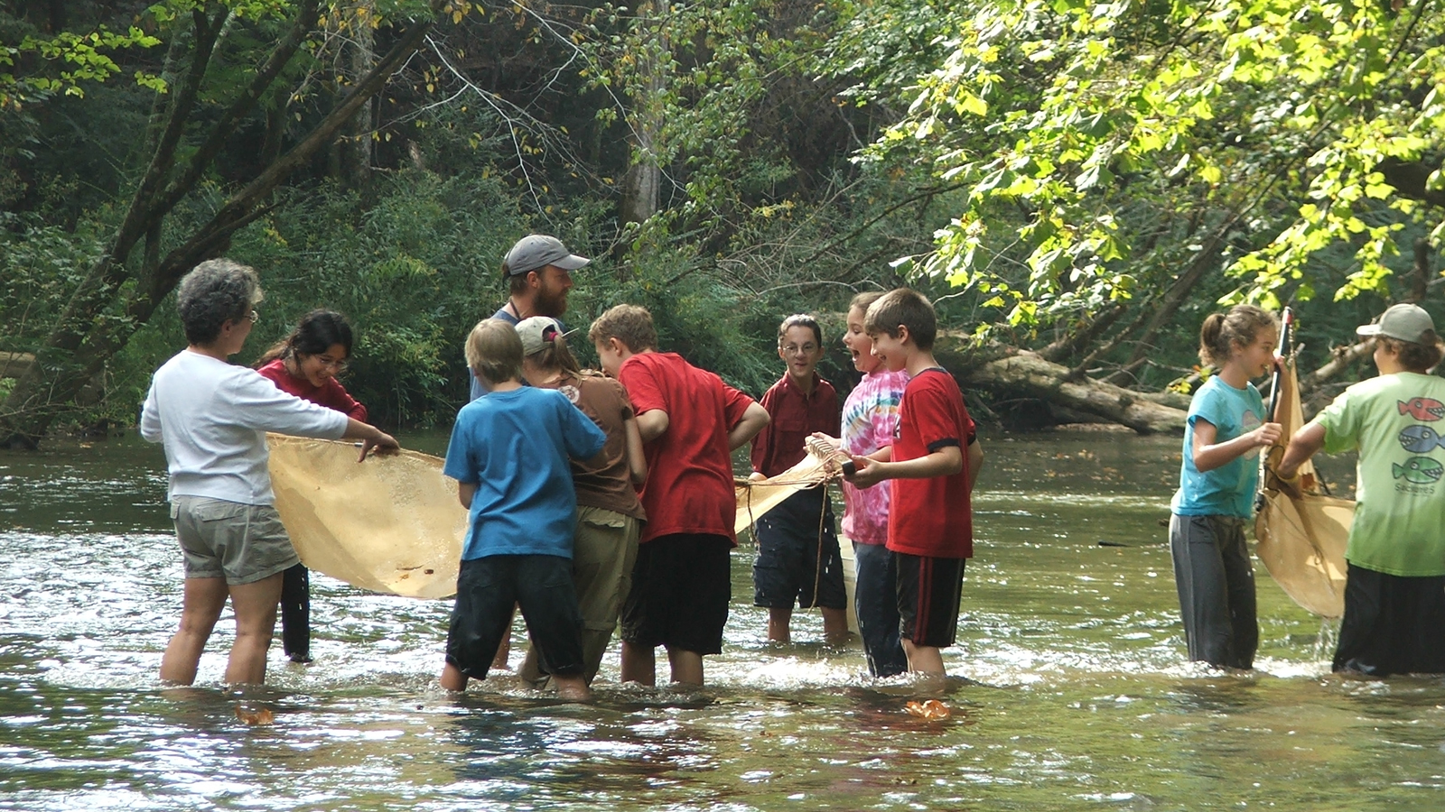 <h4>CLEAN WATER NETWORK</h4><h5>Our Clean Water Network connects more than 250 local and regional watershed protection groups, so they can share ideas and resources, gain expertise, and band together to take on bigger challenges.</h5><em>Gordon Black / Cahaba River Society</em>
